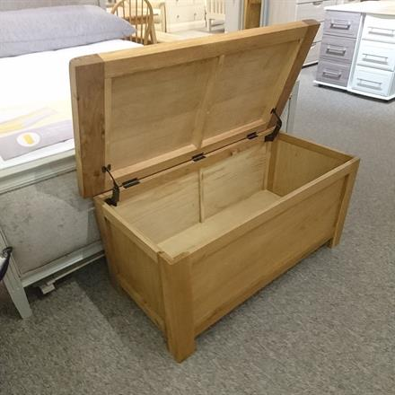 SORRELL Blanket Box