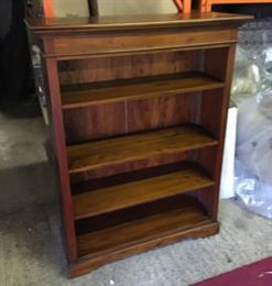 MAHOGANY VILLAGE Medium Bookcase