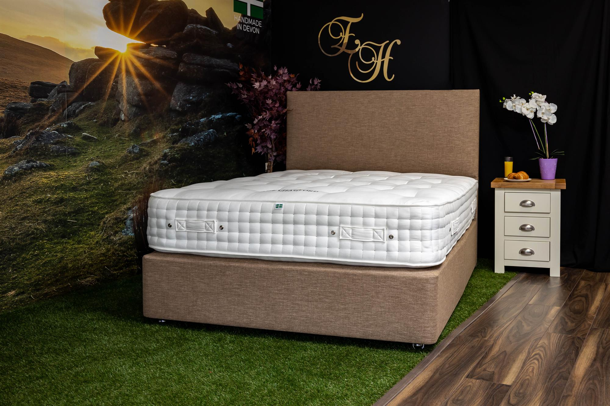 TYNTESFIELD Mattress & Divan sets with Chapel Statement Headboard