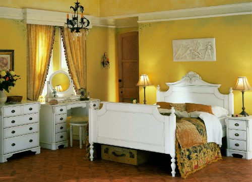 AMORE' Italian Style Bedroom Furniture by TCH